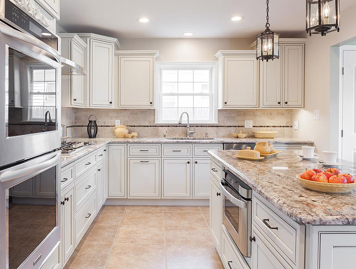 Pearl Maple Glazed Kitchen Cabinets